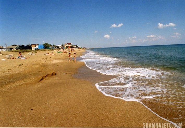 Золотой пляж, но уже в городе феодосия