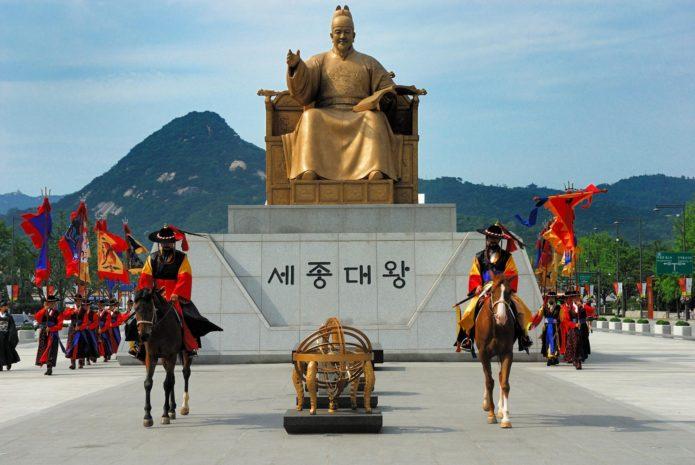 Статуя короля Седжона