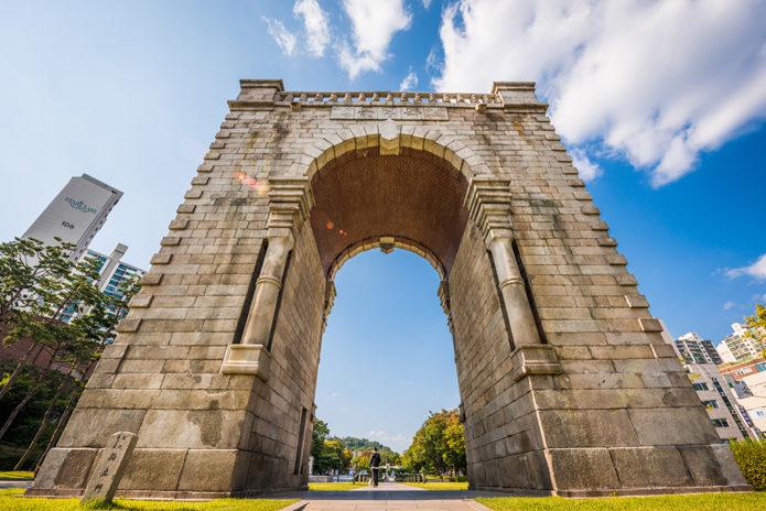 Ворота Независимости в Сеуле