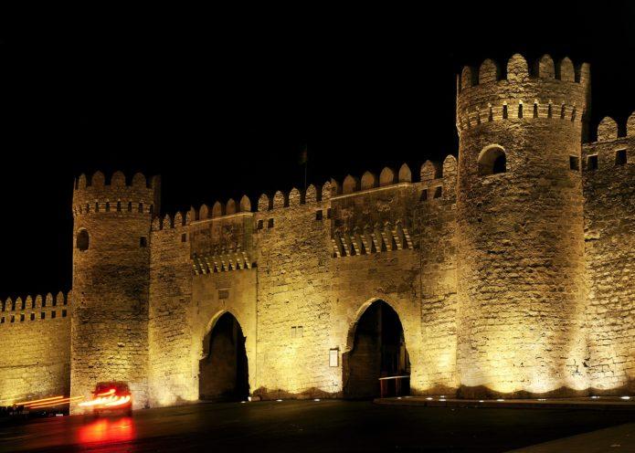 Парные ворота старого города