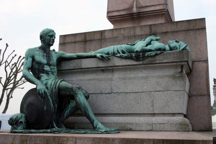 Фрагмент монумента
